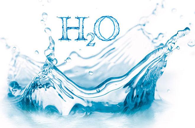 Как правильно пить воду в течение дня и сколько