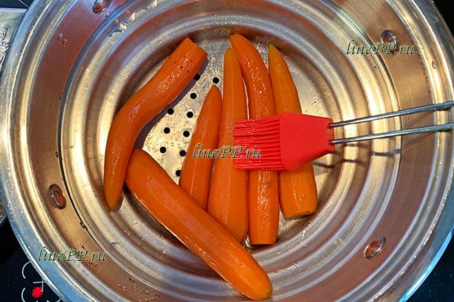 Морковь, смазанная маслом