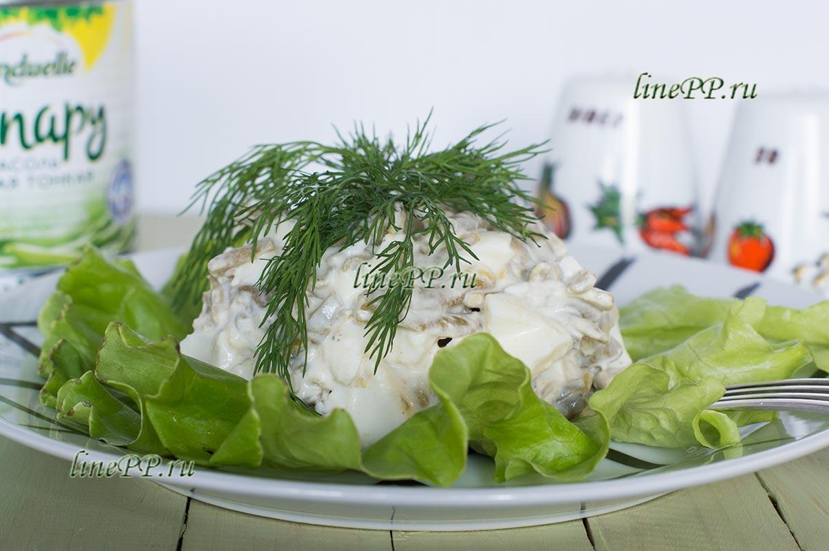 Салат из спаржевой фасоли с яйцом
